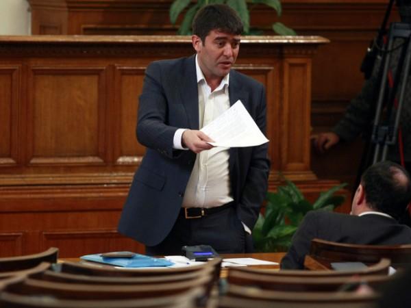 Страхил Ангелов към кандидат-депутата от РБ, надписала паметника на Съветската армия: Вие сте болни хора!
