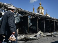Жителите на Донецка област се опитват да възстановят къщите си
