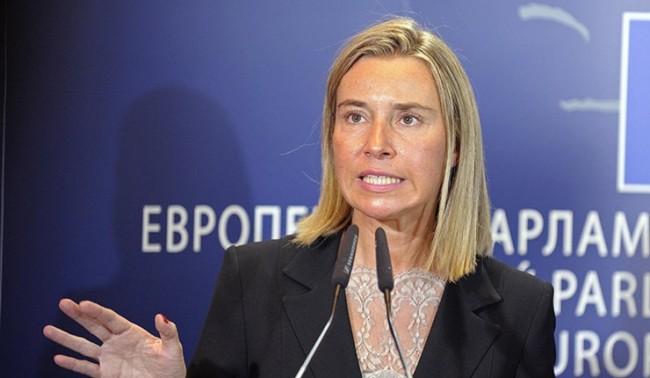 Могерини: ЕС трябва да преразгледа отношенията с Русия