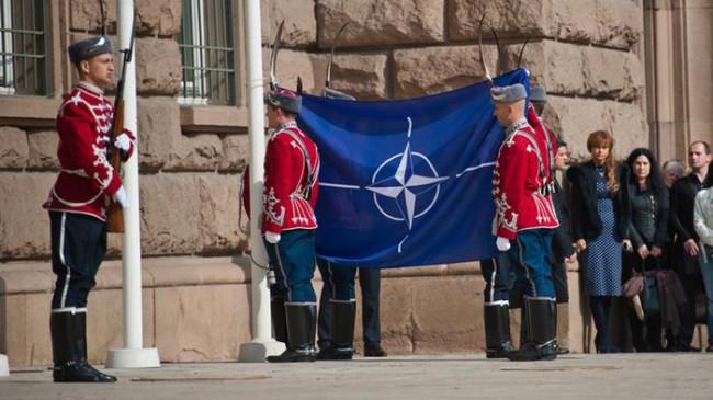 НАТО готви наказателна процедура на България
