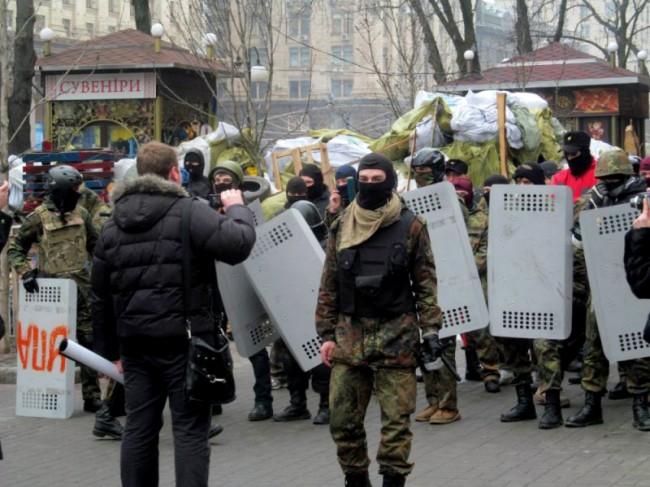 Населението в Донбас гони украинските военни от градовете си