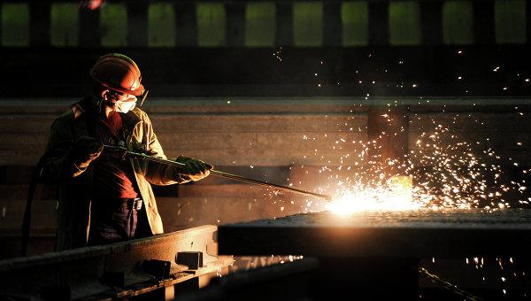 Русия ще забрани вноса на чужда автотехника и продукция от металургичния сектор