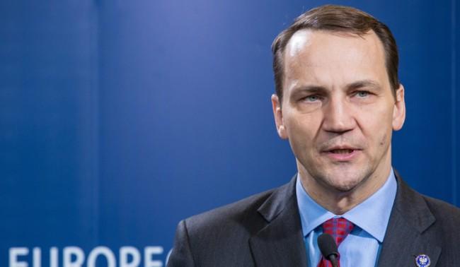 Шикорски се отрече от думите, че Путин предложил подялба на Украйна