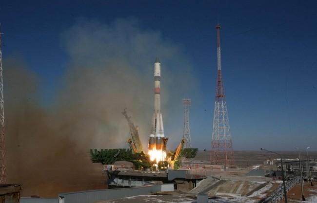 Русия изведе в орбита военен спътник