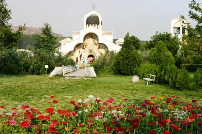 """Храмовия си празник отбелязва църквата """"Света Петка"""" на """"Рупите"""""""