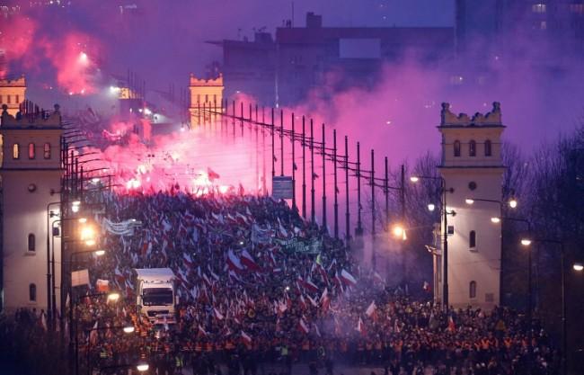 Журналист: Събитията във Варшава напомнят Майдана