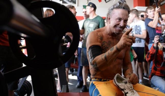 Мики Рурк ще се боксира в Москва