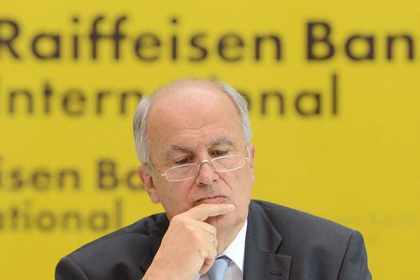 Шефът на Raiffeisenbank: САЩ ще се борят с Русия до последния европеец