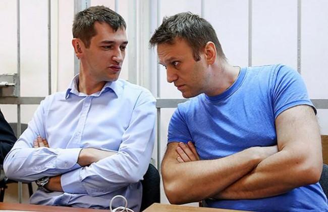 Московски съд оповести присъдата на Навални