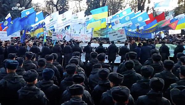 Хиляди протестират в Киев срещу мерките за икономии на правителството