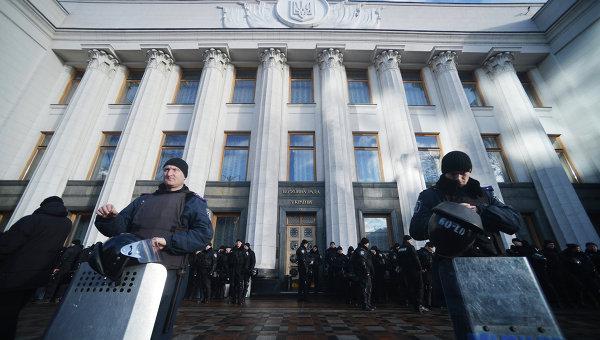 """Няколко """"Майдана"""" протичат едновременно пред стените на Върховната рада в Украйна"""