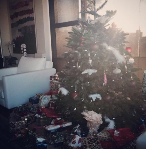 Маша зарадва Гришо с прекрасна елха и много подаръци