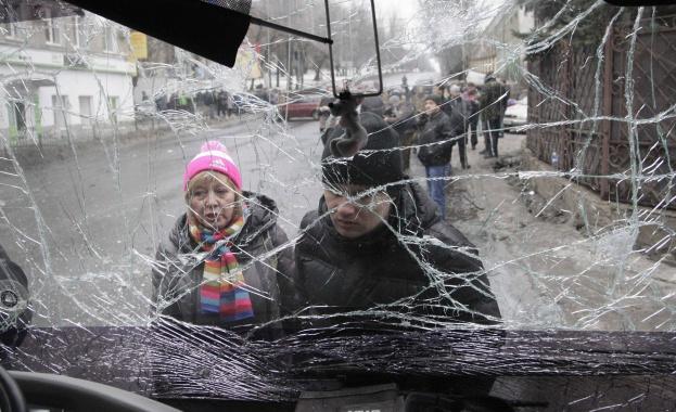 Донецк отново под обстрел, има загинали (шокиращо видео 18+)