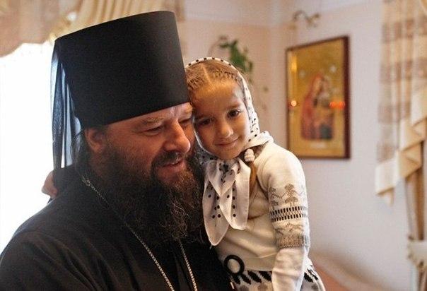 Епископ Лонгин: Проклетите САЩ искат да видят как православни християни се убиват едни други