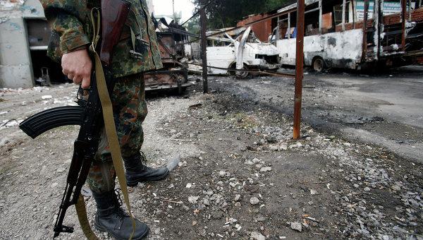 Украинските военни обстрелват Донецк, грабят къщи и безчинстват на територията на Донбас
