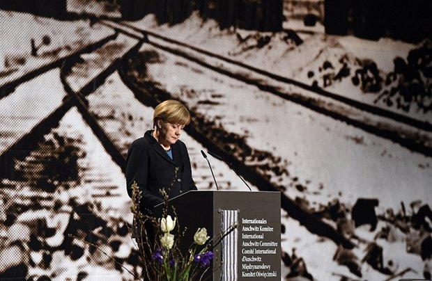 Европа демонстрира откровен цинизъм в Освиенцим