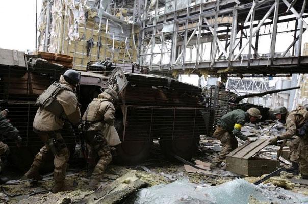 В района на летището в Донецк отново избухнаха сражения (ФОТО 18+)