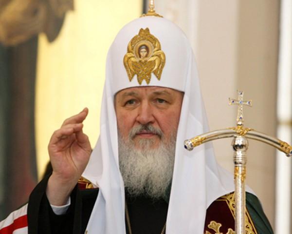 Патриарх Кирил се помоли за руските семейства и се срещна с деца от Донбас