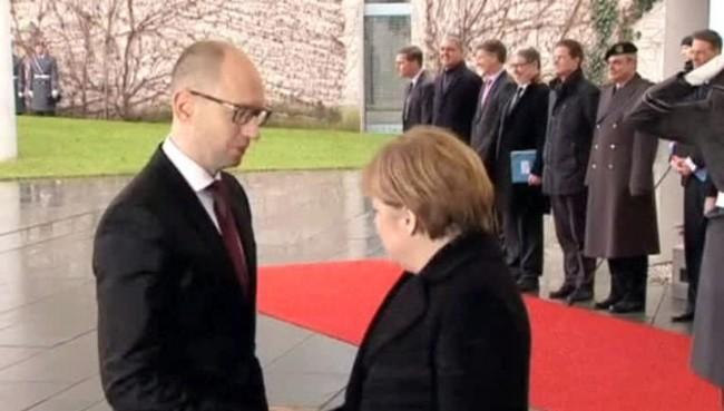 Юри Михалков: Киев насъсква Европа с лъжи