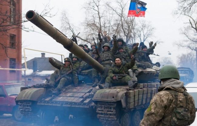 """Украинските военни безуспешно се опитват да се измъкнат от """"дебалцевския котел"""""""