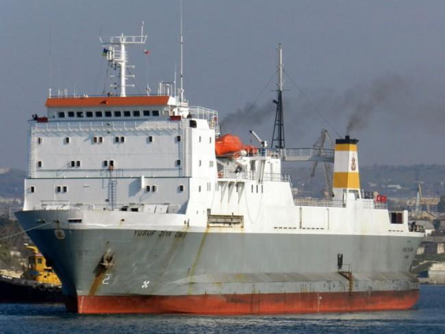 """Турция """"проби"""" западната блокада на Крим: Турски кораб достави стоки в Евпатория"""