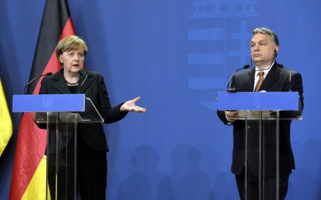 Меркел критикува Орбан в Будапеща