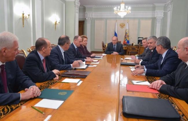 Путин обсъди с членовете на Съвета за сигурност на Русия предстоящите преговори с Оланд и Меркел