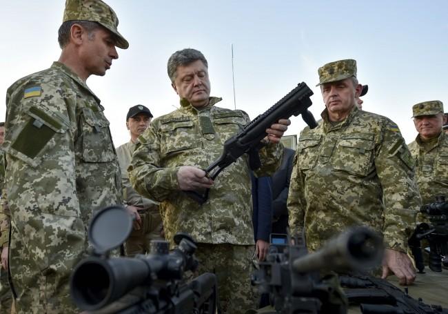Порошенко: Украйна иска мир. С най-новото оръжие на НАТО