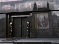 Сменят костюма на Ленин
