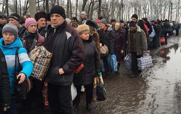 Донецк под обстрел, Углегорск се евакуира