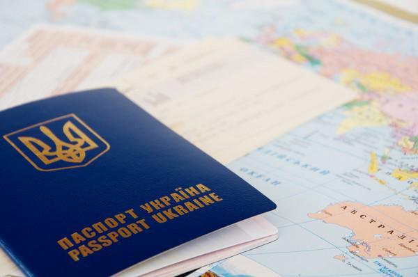 Украйна раздава задгранични паспорти, с които не може да се пътува