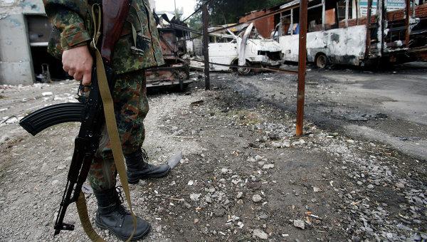 Мирът в Донбас се пука по шевовете