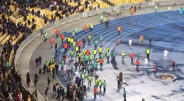 Украински и френски футболни фенове се сбиха заради Крим