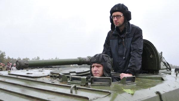 """Яценюк обяви """"ценоразписа"""" за унищожаване на техника на опълченците"""