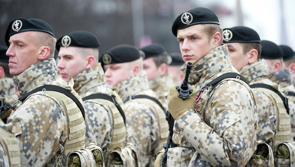 Уволниха латвийски войник за проруски позиции