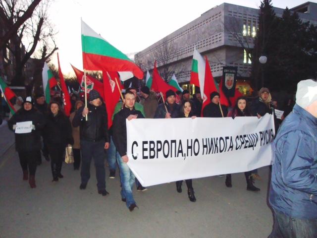 """В Стара Загора скандираха """"Оставка на правителството"""" на митинг срещу войната"""