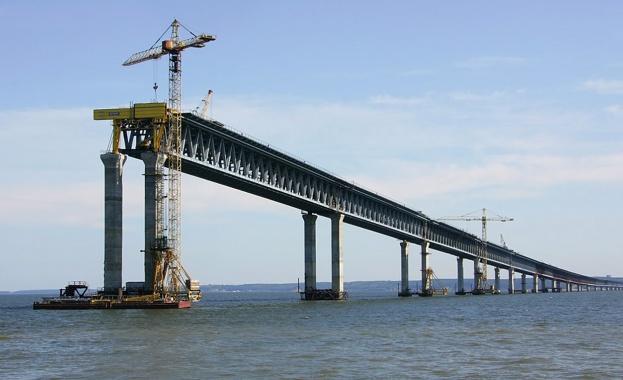 Русия започва строеж на мост към Крим