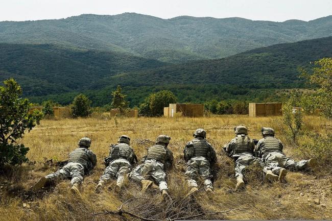 Отделение от Втори кавалерийски Страйкър полк на американската армия на учение в полигона Ново село, Сливенско. Трети септември 2009. Wikipedia