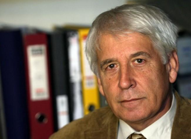 Димитър Йончев е роден на 4 ноември 1944 г. в Павликени. Завършва висше военно училище и военната академия. Преподава обща теория на сигурността и теория на разузнаването в Нов български университет. Бил е депутат от БСП във ВНС и в 36-ото НС.
