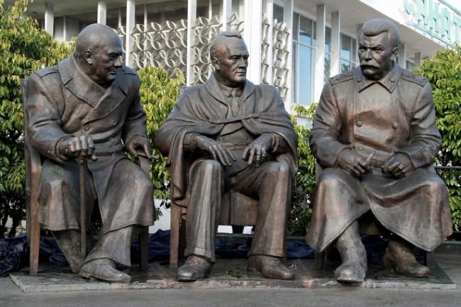 Откриха паметник на Чърчил, Рузвелт и Сталин в Ялта