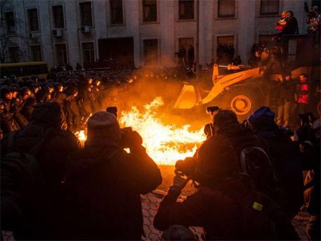 В Киев щурмуват администрацията на Порошенко