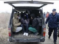 Ограбени илюзии! Хиляди бягат от Косово: Ядем пръст, не храна