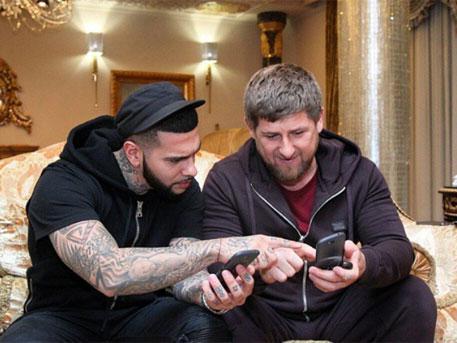 Кадиров смени Iphone с руския YotaPhone 2