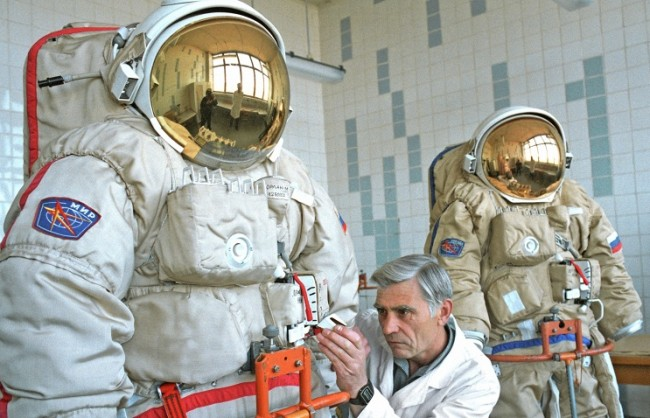 Оборудват космонавтите на МКС с руски скафандри от ново поколение