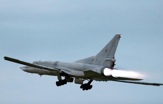 В рамките на проверката на бойната готовност ВВС на Русия ще прехвърлят в Крим бомбардировачи на далечни разстояния