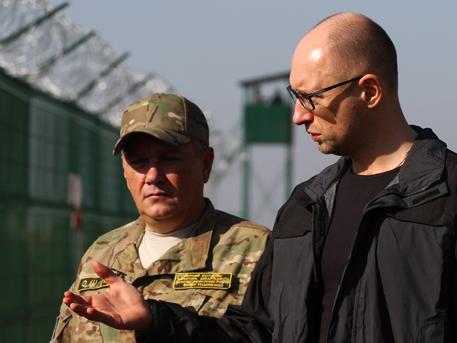 """САЩ дават на Украйна милиони за строителството на """"Стена"""" с Русия"""