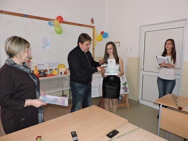 Ученици рецитираха на руски стихове за войната