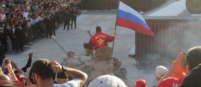 Калифорния в шок! Български спортист пристигна с танк на 70-хиляден стадион (видео)