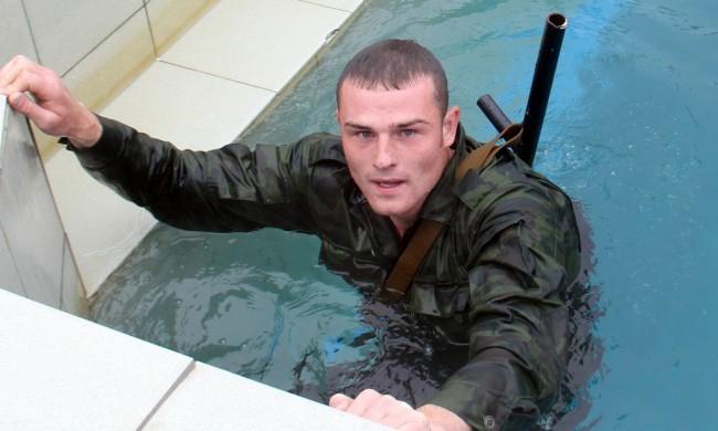 Под вода с автомат. Руските морски пехотинци поставят нови рекорди