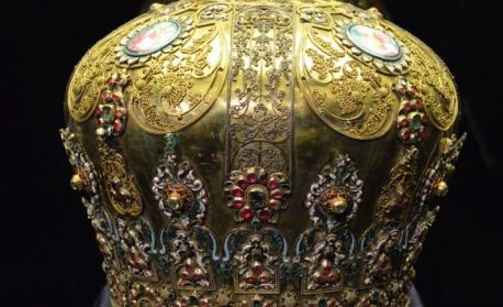Изпращаме в Москва златна корона на 3 века